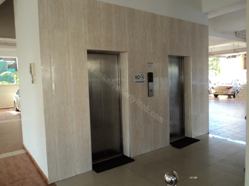 Apartment for rent in Dehiwala - Super One Bedroom With A/C Apartment Border Colombo 6