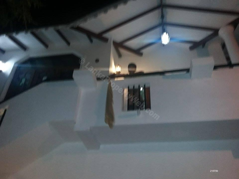 Front @ Night View - Houe for Rent in Negambo