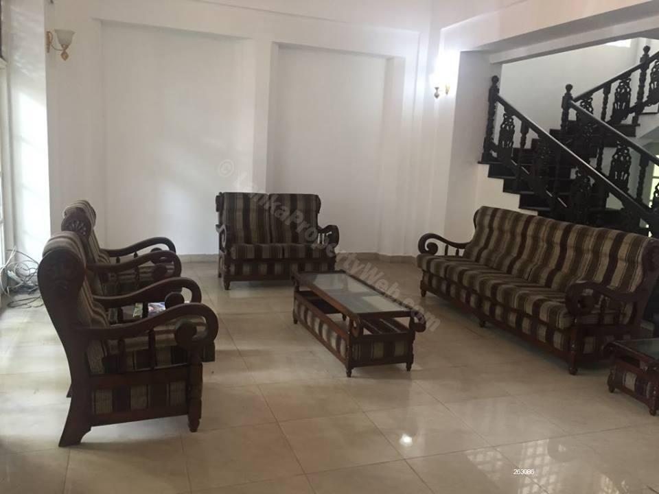 Bungalow for rent in Colombo 7