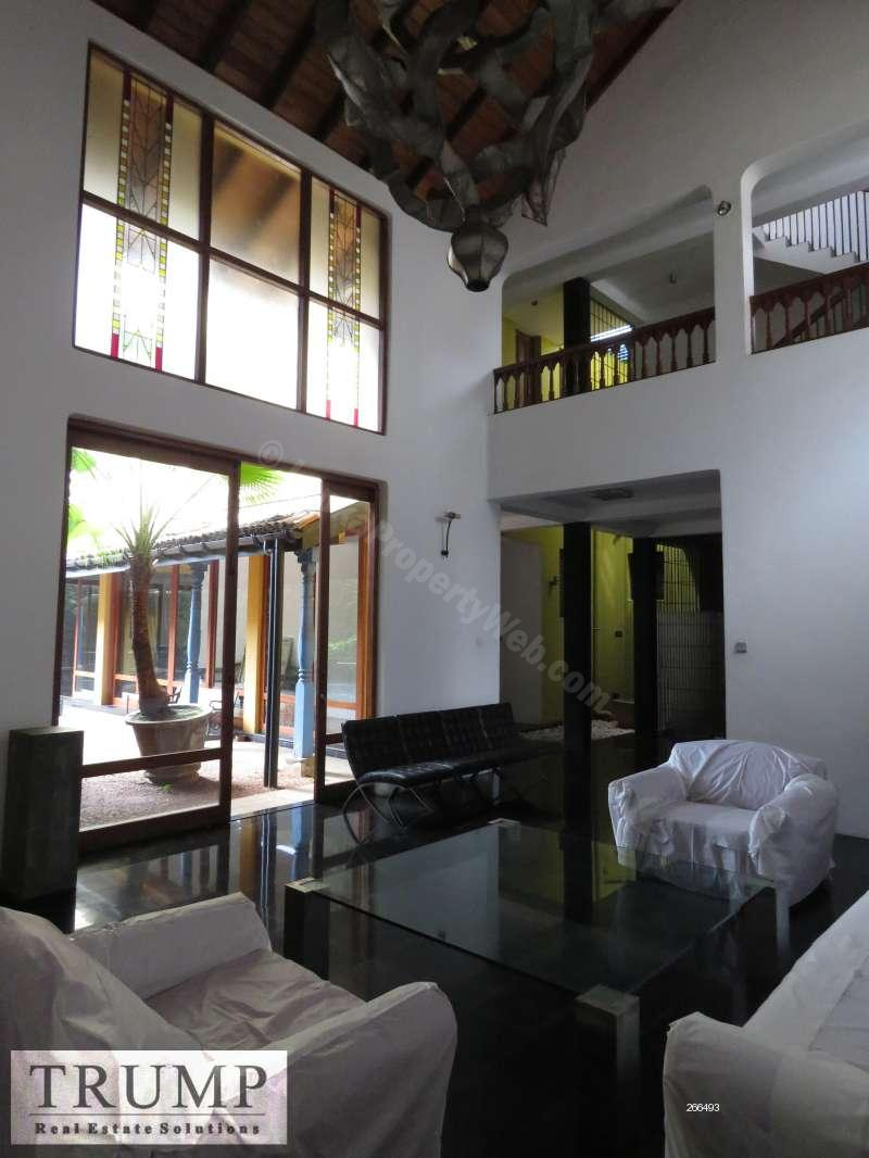 House for rent in Colombo 8 - 5 bedroom furnished Bawa house for rent in Colombo 8 with a pool