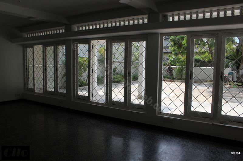 Comm - Office for rent in Colombo 4 - 8 rooms newly renovated house with a large car park for rent in Colombo 4