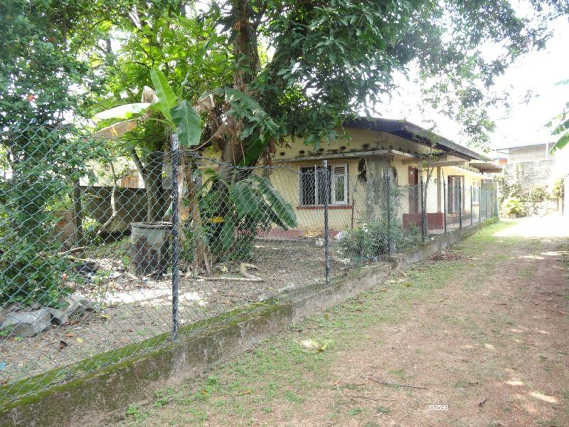 Land with house for sale in Battaramulla - Flat Land for sale @ Subuthipura, Battaramulla